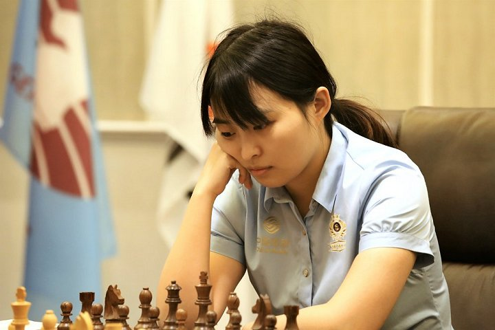 Ju Wenjun contemplating move.
